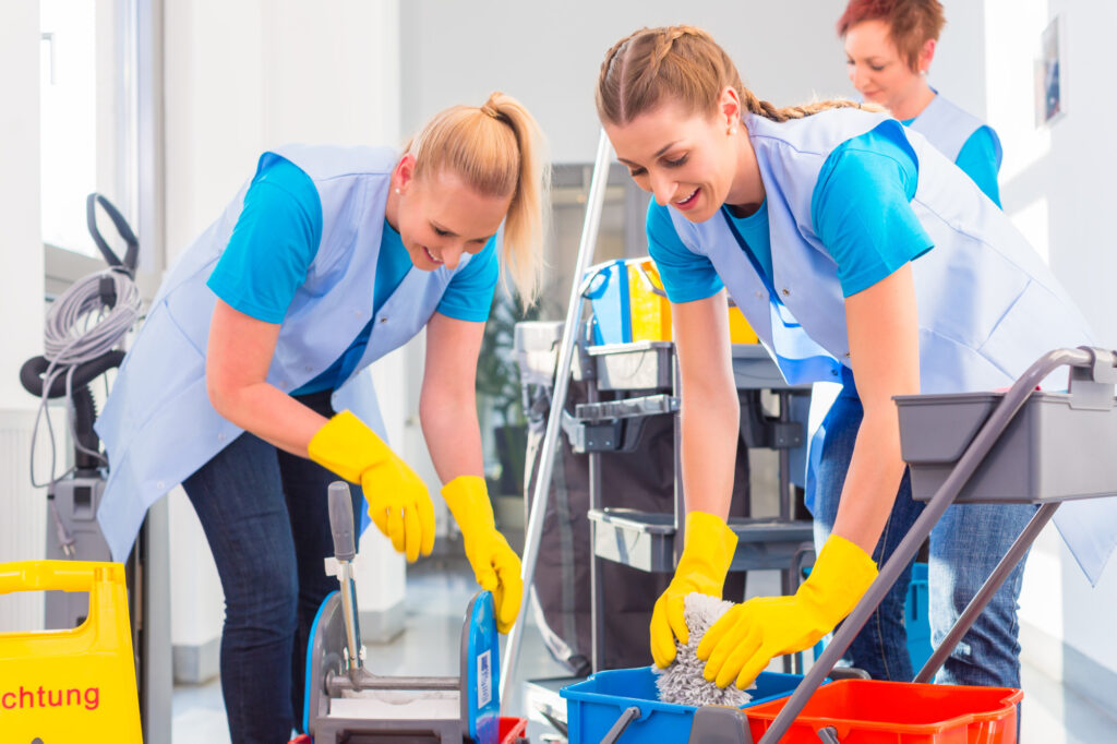There are several things you should ask a commercial cleaning service before hiring. You can find out more by clicking here.
